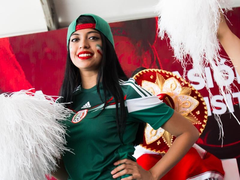 VIDÉO : Bubble football et freestyle - Le Trophy Tour de la Coupe du monde de la FIFA au Mexique avec Coca-Cola