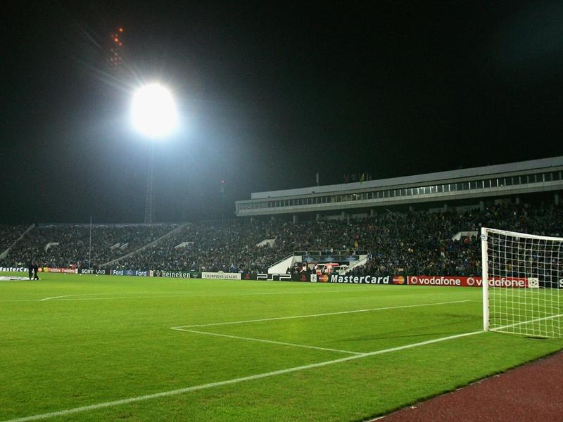 الإرهاب يتقرب من المونديال تفجير بملعب في الدوري البلغاري يصيب شرطية