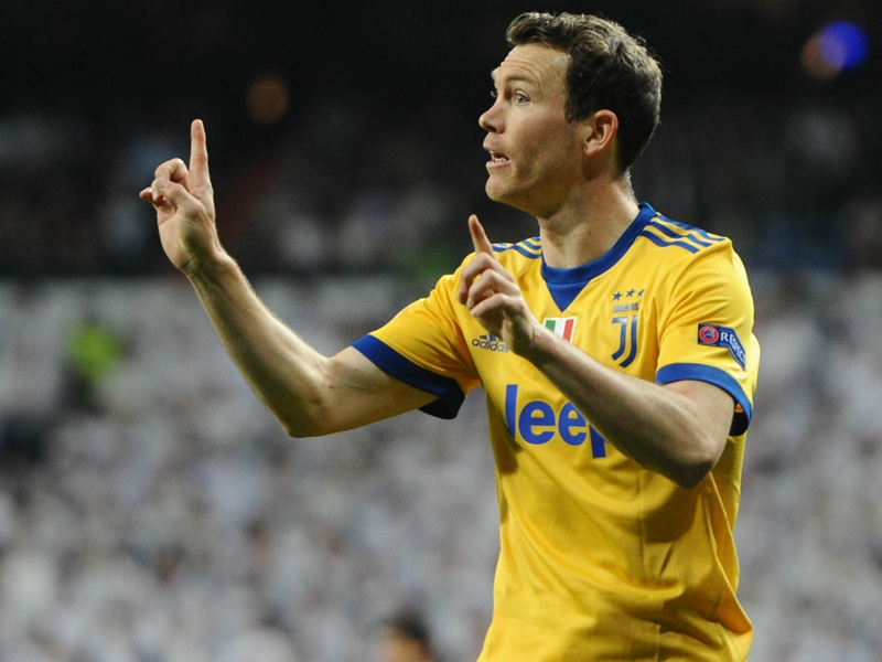 Lichtsteiner leaving Juventus but won't be joining Dortmund