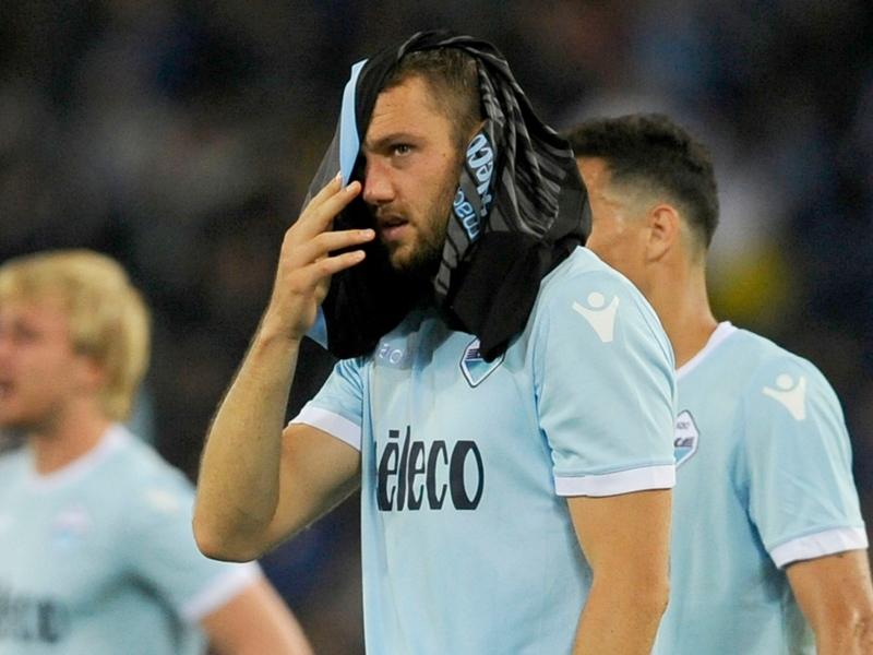 I saluti, il rigore, le lacrime: il Lazio-Inter di de Vrij