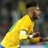 Usai ditarik keluar, Neymar langsung berikan ban kapten kepada Silva.