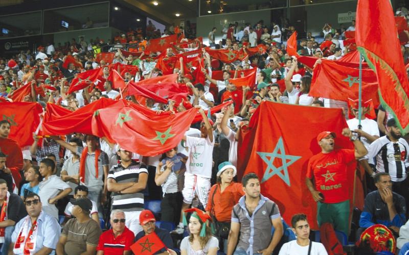 جماهير المغرب تقتحم ملعب جنيف لتحية لاعبيها