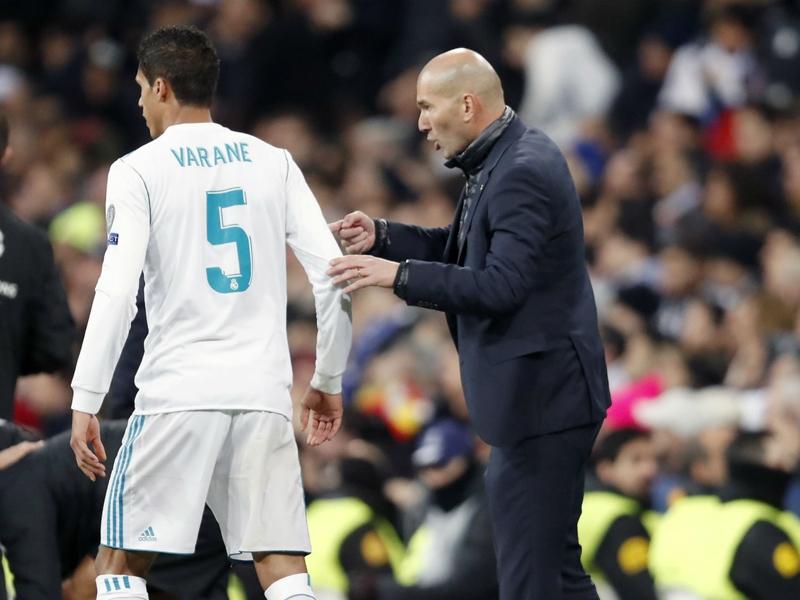 Surpris par le départ de Zinedine Zidane, Raphaël Varane veut rester au Real Madrid