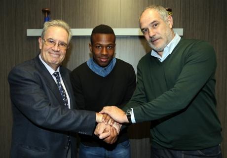 Adama renueva con el Barça