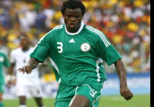 Nigeria World Cup 2010 defender Taye Taiwo eyes Manchester United or Chelsea move