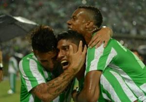 Luis Carlos Ruiz celebrando la apertura del marcador ante Sao Paulo
