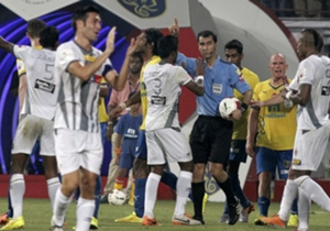 Atletico de Kolkata players argue with referee