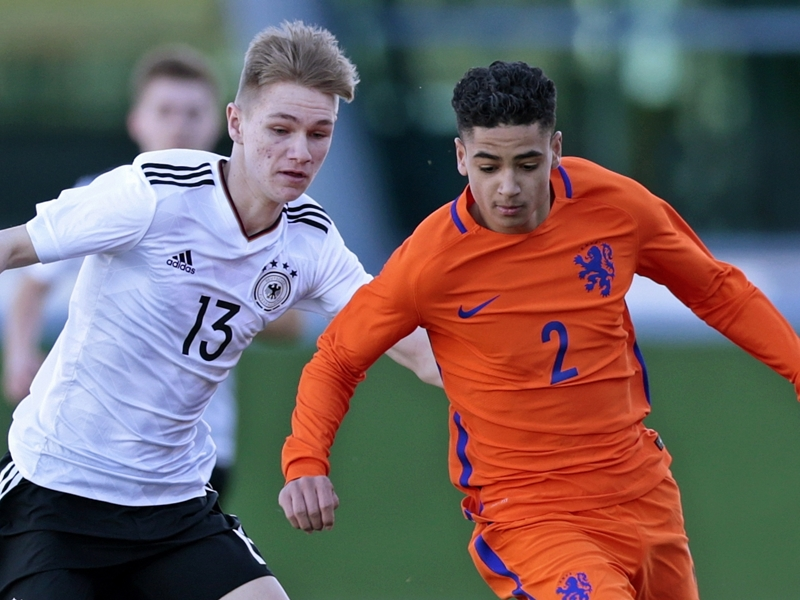 Liverpool set to sign Ajax full-back Ki-Jana Hoever