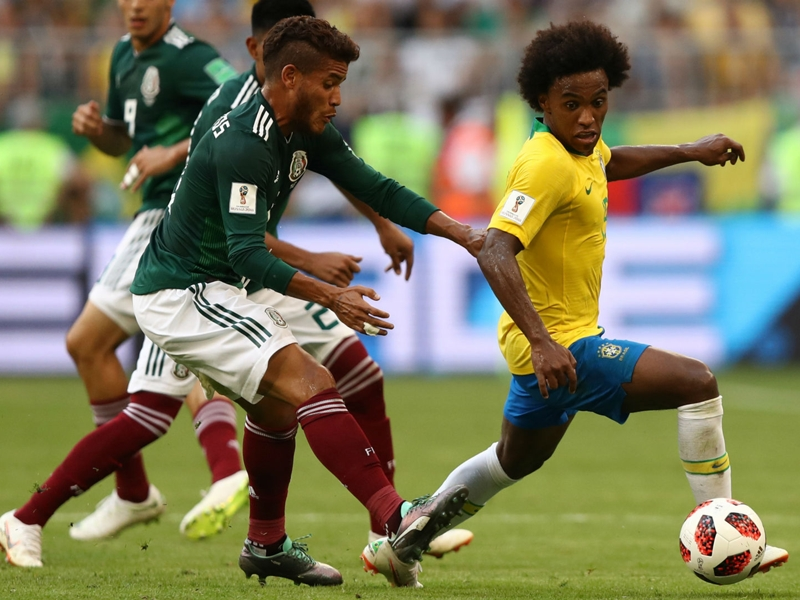 Willian unfazed by Barcelona rumours