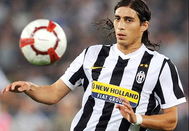 Juventus and Paris Saint-Germain interested in signing Sevilla defender Martin Caceres - report
