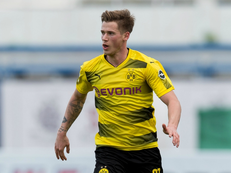 Huddersfield sign World Cup winner Durm from Dortmund