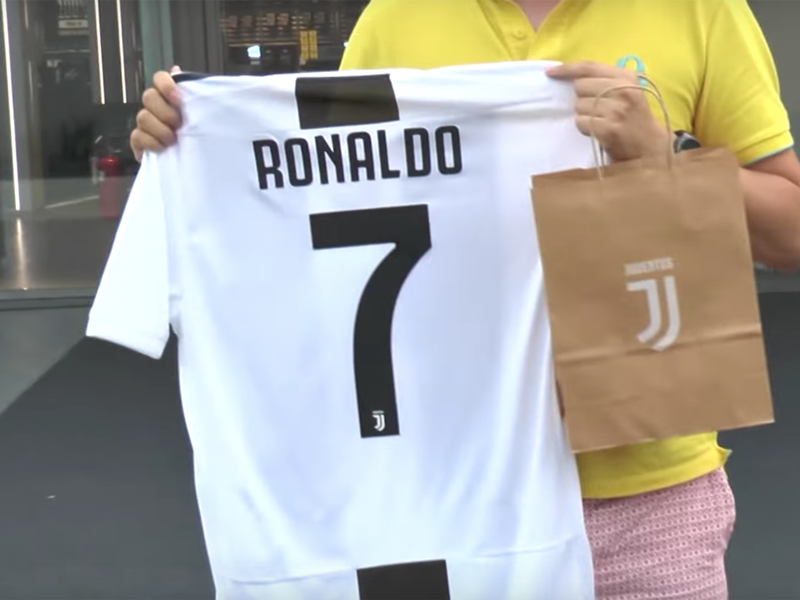 Video: The first EVER Cristiano Ronaldo Juventus shirt