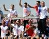 凱旋パレードにファンが集結(C)Getty Images