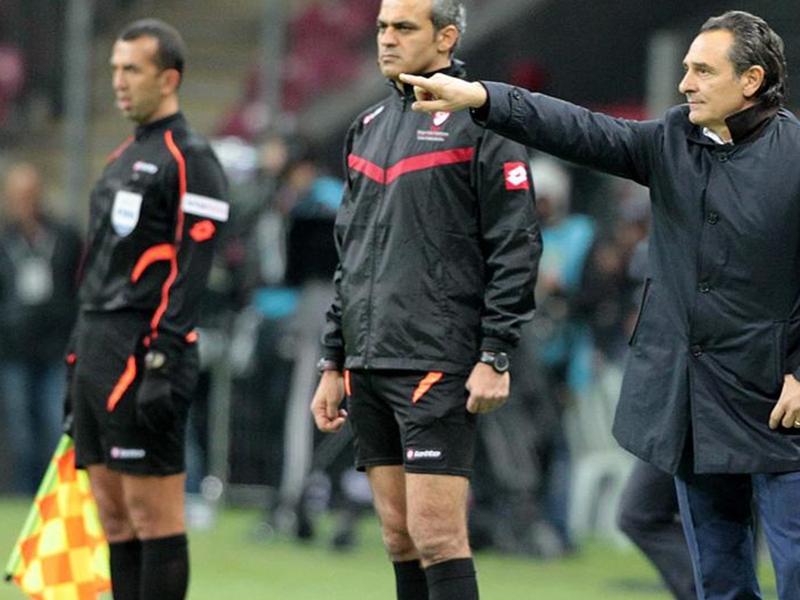 Ultime Notizie: Galatasaray umiliato, i tifosi vogliono la testa di Prandelli: lui non molla... i soldi