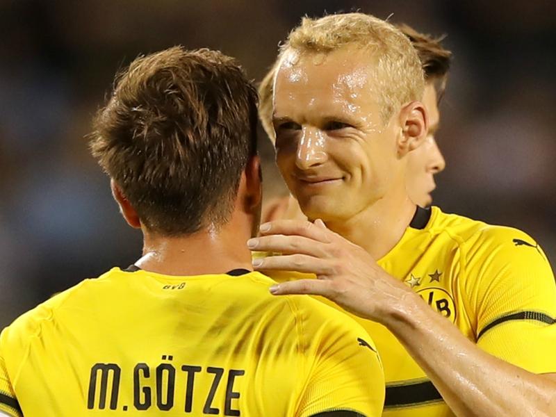 Gotze leads Dortmund to ICC win over Man City