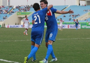 Selebrasi gol dari Phil Younghusband.