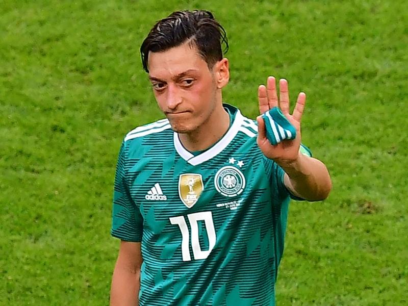 """Allemagne - Uli Hoeness : """"Mesut Özil jouait comme de la m**** depuis des années"""""""