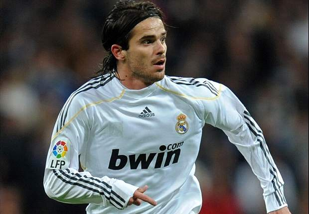 Real Madrid's Fernando Gago shockingly says Barcelona is the best club ever