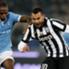 Tevez in azione contro la Lazio