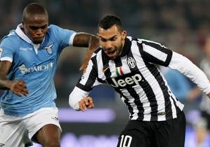 Carlos Tevez und Juve ließen Lazio um Edson Braafheid (li.) keine Chance