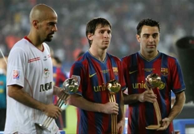 Verón de un lado, Messi del otro, en el último gran cruce entre argentinos y europeos