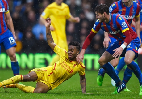 Carragher slams 'weak' Liverpool