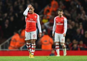 Arsenal 1-2 Manchester United | Alexis Sanchez terlihat berjalan gontai setelah Arsenal ditekuk Manchester United di Emirates Stadium akhir pekan lalu.