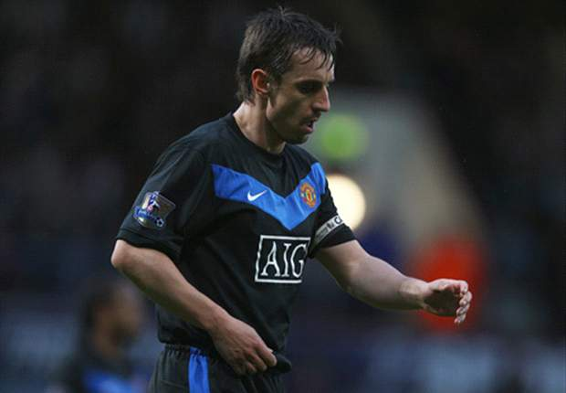 Gary Neville signs one-year extension at Manchester United