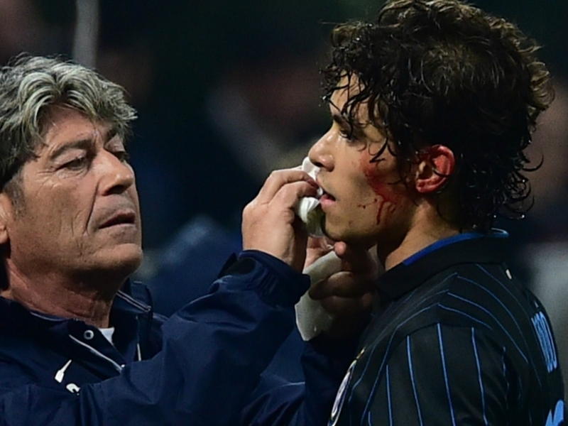 Ultime Notizie: Milan-Inter, Dodò-Muntari come Materazzi-Cirillo: il brasiliano mostra il labbro sfregiato