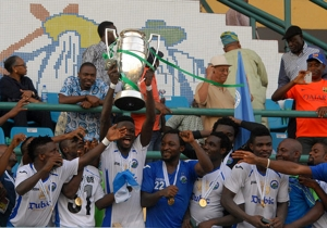 Enyimba lift the 2014 Federation Cup trophy after defeating Dolphins 2-1 in Lagos