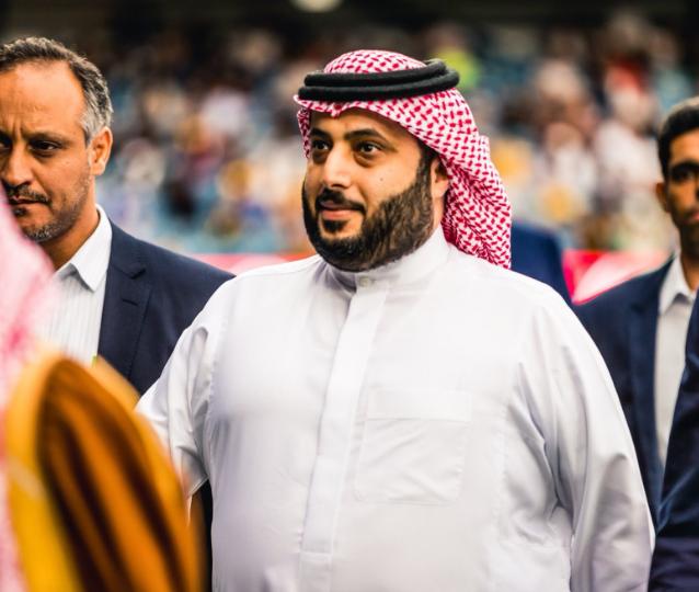 تركي آل الشيخ يعلن تكفله بإقامة حفل اعتزال لقائد الأهلي السابق