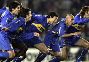 Javier Villarreal no falló en el penal decisivo y metió a Boca en la final contra Once Caldas para el festejo de todos sus compañeros.