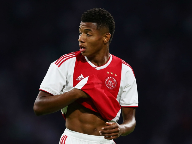 Man Utd target Neres commits to Ajax until 2022