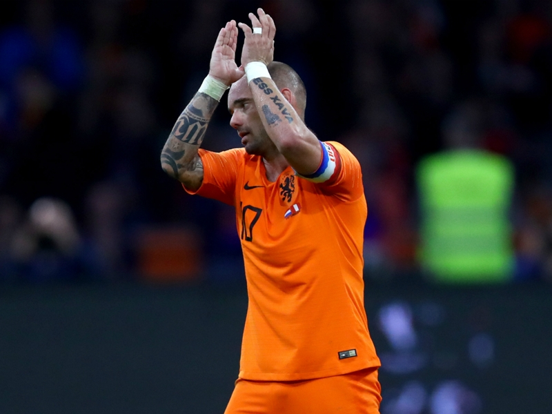 Sneijder passes reins to Memphis in Netherlands farewell