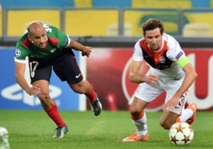 Shakhtar and Athletic Bilbao players battle