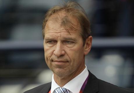 Verbeek backs Postecoglou's plan