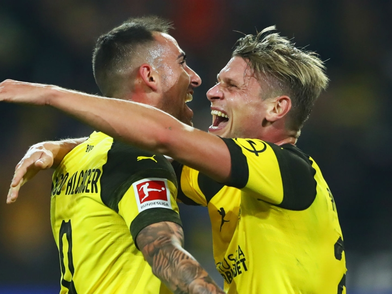 Alcacer scores, hurts ankle on Dortmund debut