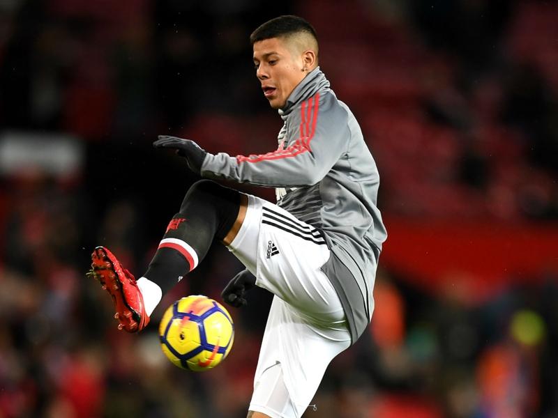 Injury blow for Man Utd as Rojo limps off on return