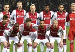 Ajax speelde tegen PSG met de jongste basiself in de Champions League (22 jaar en 306 dagen) sinds 3 november 2004, toen de ploeg tegen Maccabi Tel Aviv speelde.