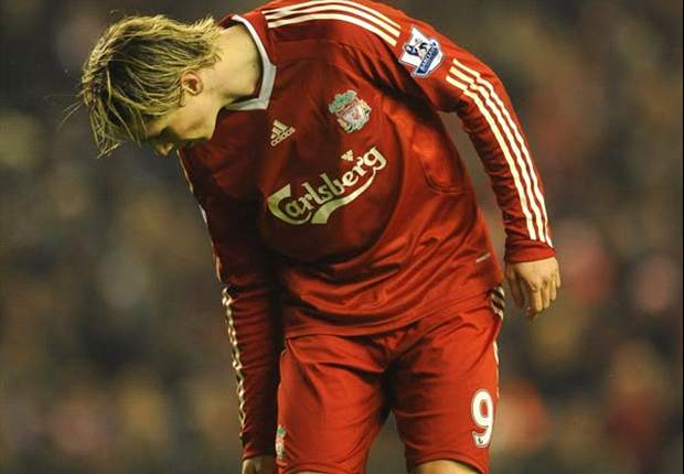 Chelsea to continue chasing Liverpool striker Fernando Torres despite injury setback - report