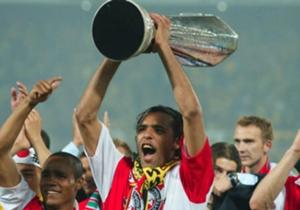In de finale wordt Borussia Dortmund met 3-2 verslagen. Pierre van Hooijdonk kroont zich tot Koning van de Maasstad met een rake strafschop en een vrije trap.
