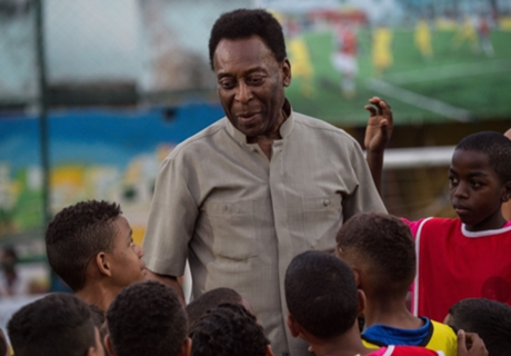 VIDEO: Pele plays guitar from hospital