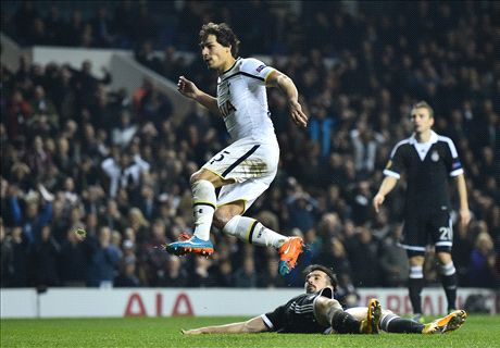 Pitch invaders mar Tottenham progress