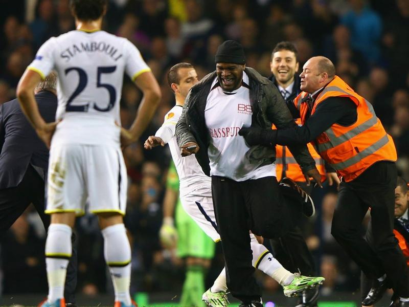 Ultime Notizie: Tripla invasione di campo, l'UEFA apre un procedimento contro il Tottenham