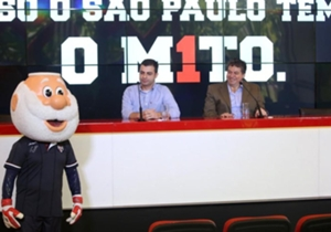O mascote do São Paulo apareceu na coletiva usando a nova camisa do ídolo