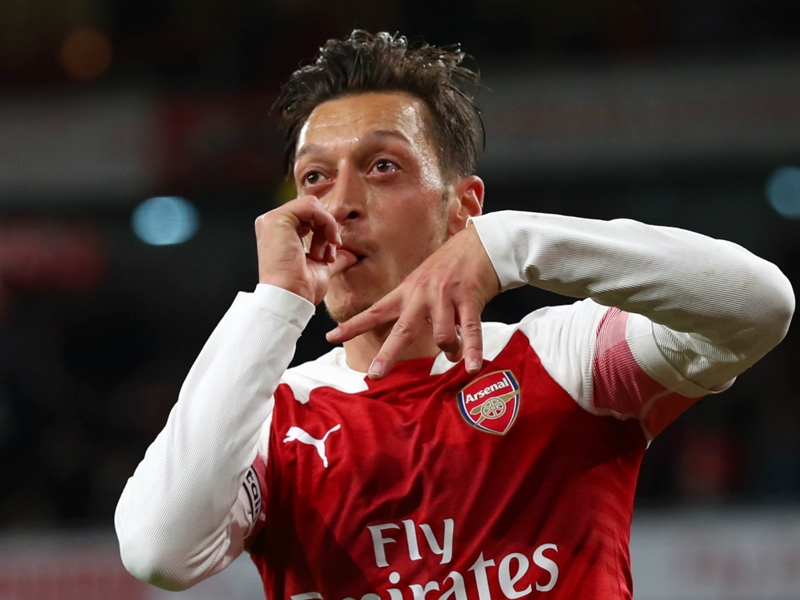 Ozil snubbed 'crazy' £1m-a-week offer for Arsenal stay
