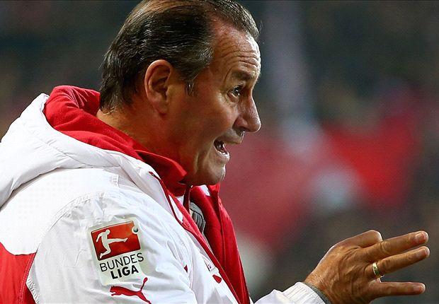 Errichtet in Stuttgart ein Defensivbollwerk: Trainer Huub Stevens