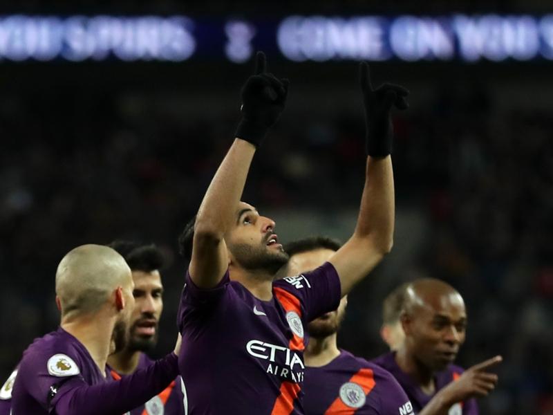 Premier League - Riyad Mahrez exprime sa profonde tristesse suite au décès du propriétaire de Leicester, son ancien club