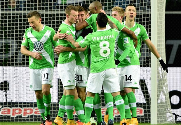 Wolfsburg 1-0 Borussia Monchengladbach: Knoche keeps hosts in Bayern hunt
