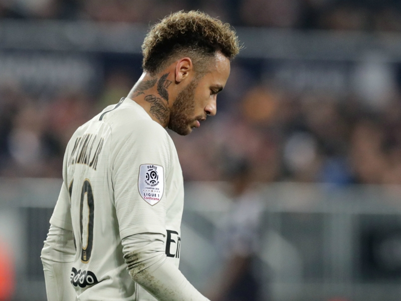 Neymar subbed off with groin injury against Bordeaux
